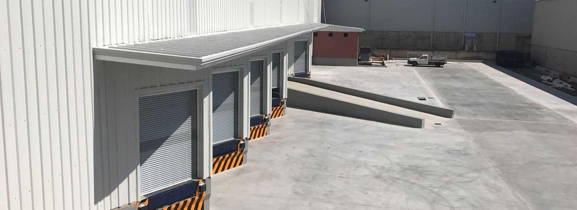 imagen bodegas grandes en un parque industrial