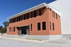 fachada exterior de empresa industrial