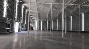 interior de bodega industrial vacia terminada