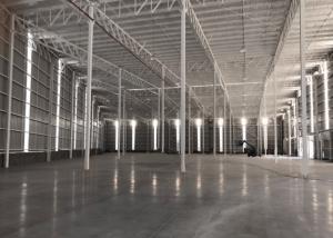interior de bodega industrial vacia