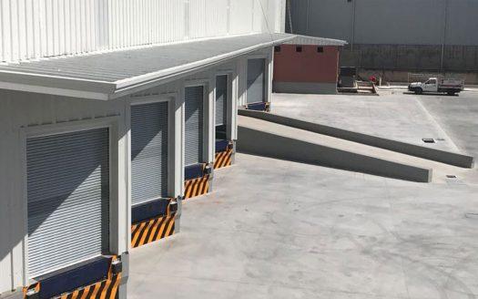 fila de bodegas industriales