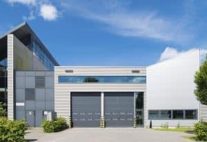 fachada de bodega industrial metalica