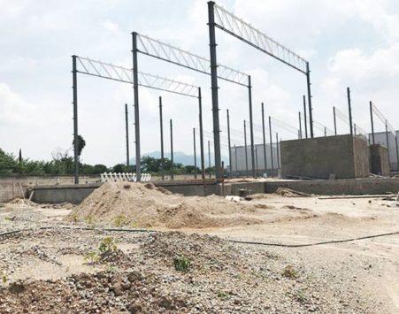 imagen de inicio de construcción de bodega terreno y vigas