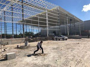 imagen de construcción de bodega limpieza de terreno
