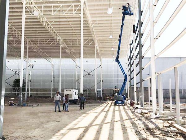 imagen de construcción de bodega grua