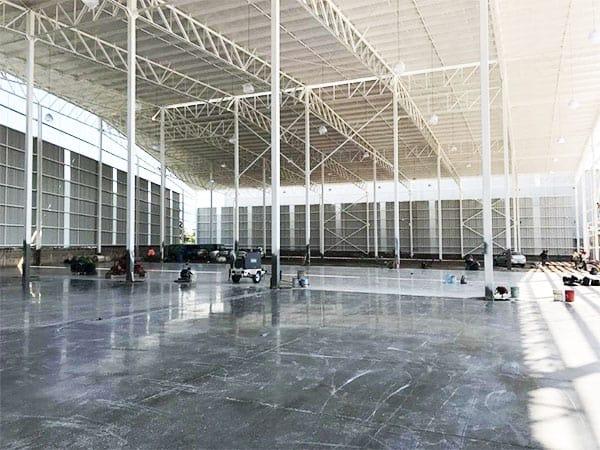imagen de interior de nave industrial piso nuevo