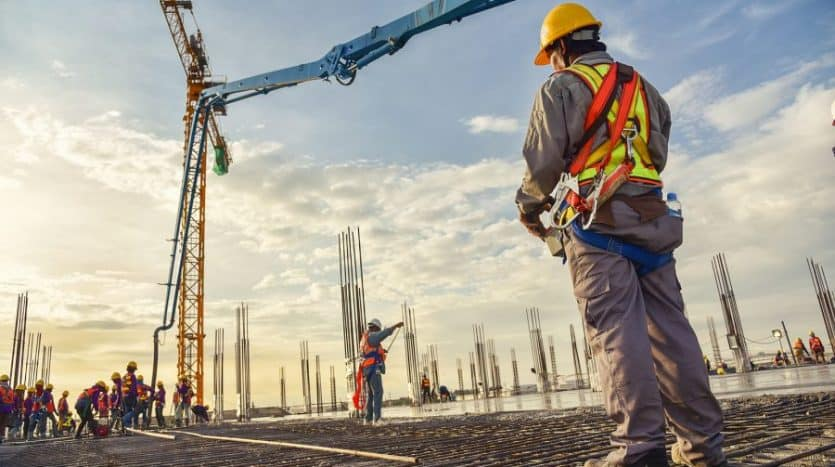 imagen de empleado de construcción industrial