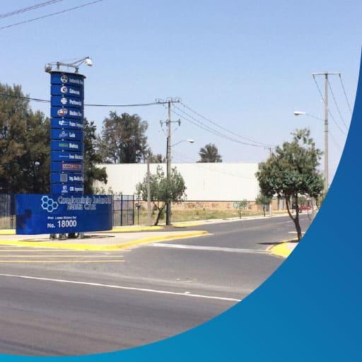 imagen de fachada y calle de condominio industrial santa cruz