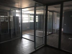 interior de oficina de bodega industrial