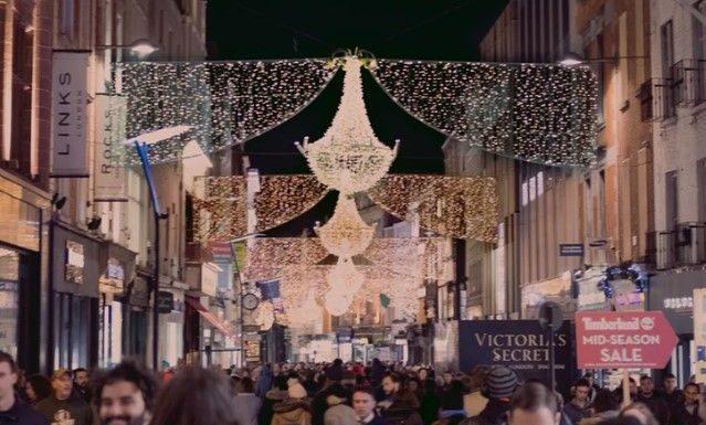 imagen de ciudad en época de navidad
