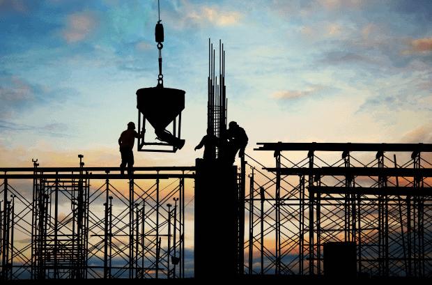 trabajadores construyendo